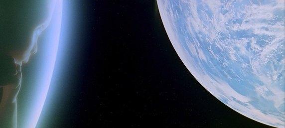 2001-odisea-del-espacio-bebe-y-mundo